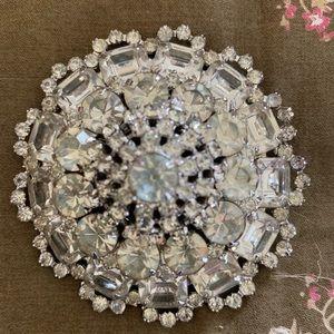 Jewelry - Vintage rhinestone large brooch pin